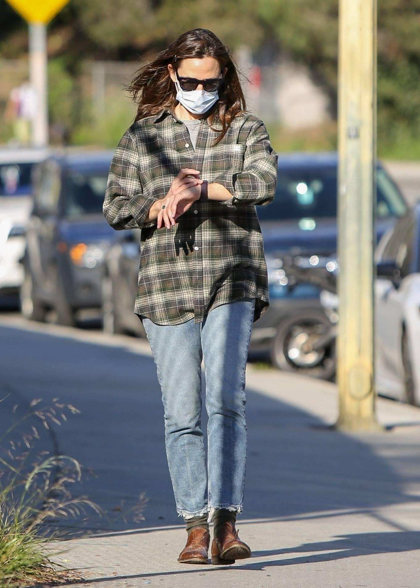 Jennifer Garner 2020 : Jennifer Garner – Out in Brentwood-16