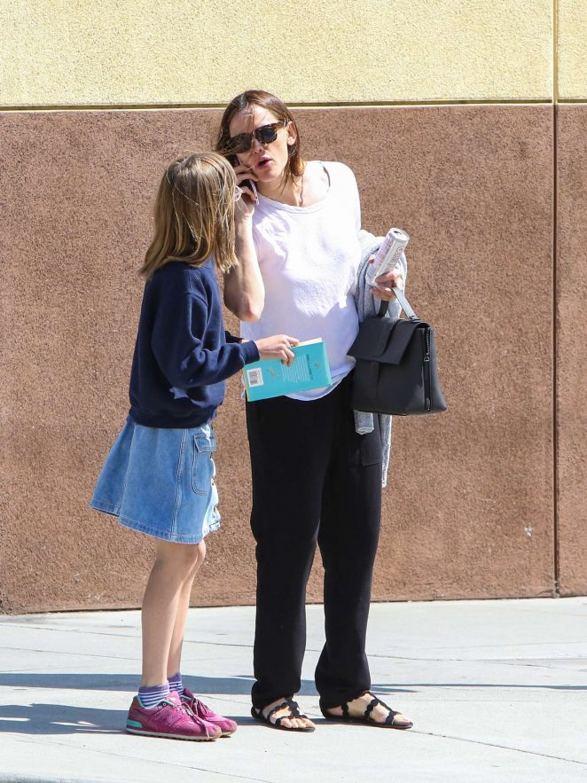 Jennifer Garner out in LA