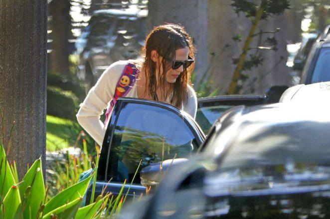 http://www.gotceleb.com/wp-content/uploads/photos/jennifer-garner/out-in-los-angeles/Jennifer-Garner-out-in-Los-Angeles--05-662x441.jpg