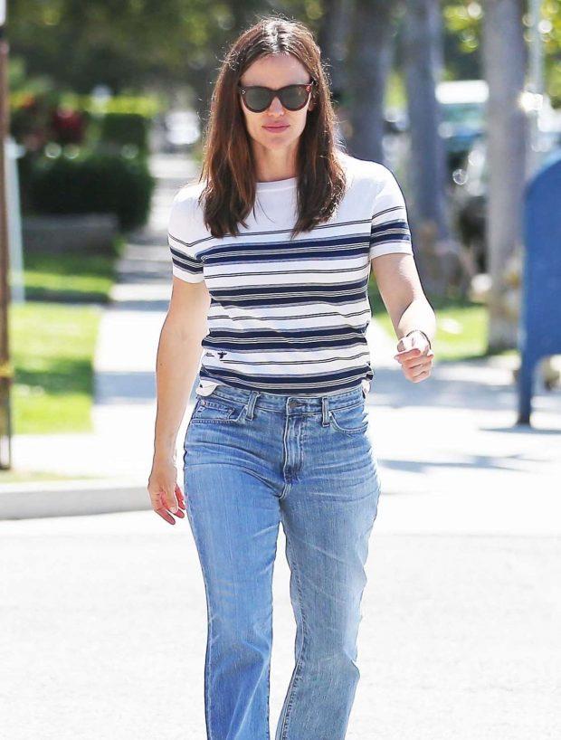 Jennifer Garner - Out in Los Angeles