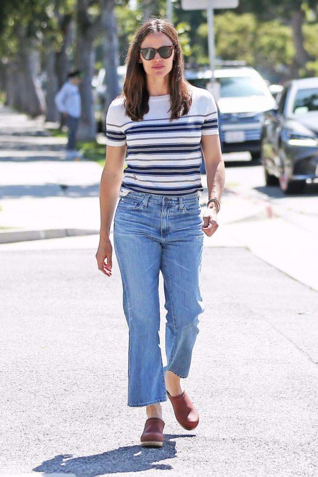 Jennifer Garner: Out in Los Angeles-04