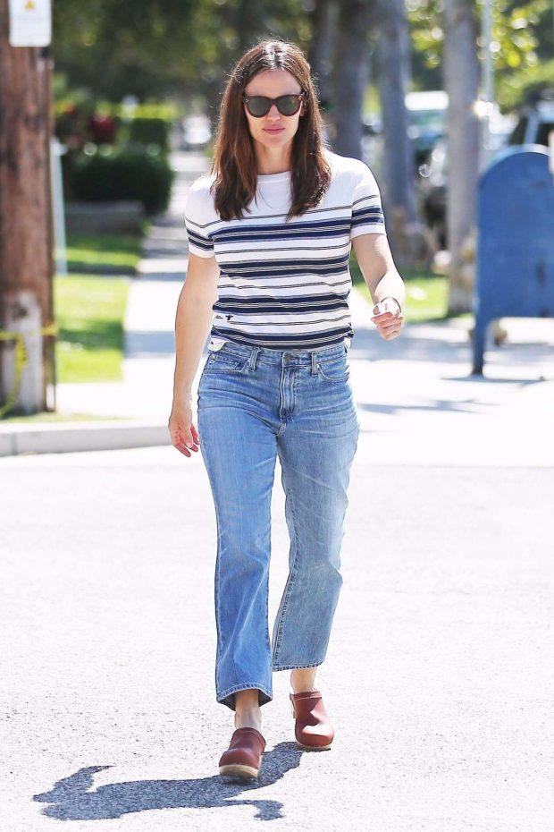 Jennifer Garner: Out in Los Angeles-07