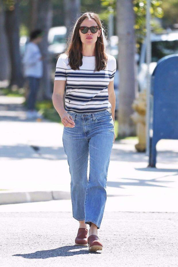 Jennifer Garner: Out in Los Angeles-09