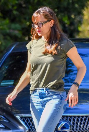 Jennifer Garner - out in Santa Monica