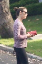 Jennifer Garner - Out on a walk in the Brentwood