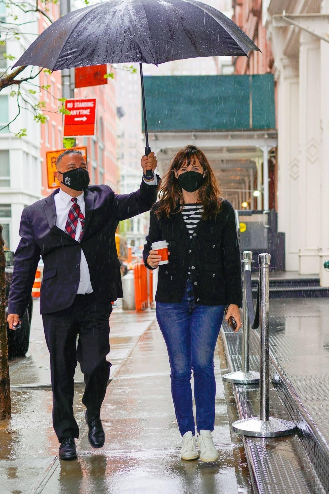 Jennifer Garner 2021 : Jennifer Garner – Out on rainy day for shopping at Sarabeths in New York-02