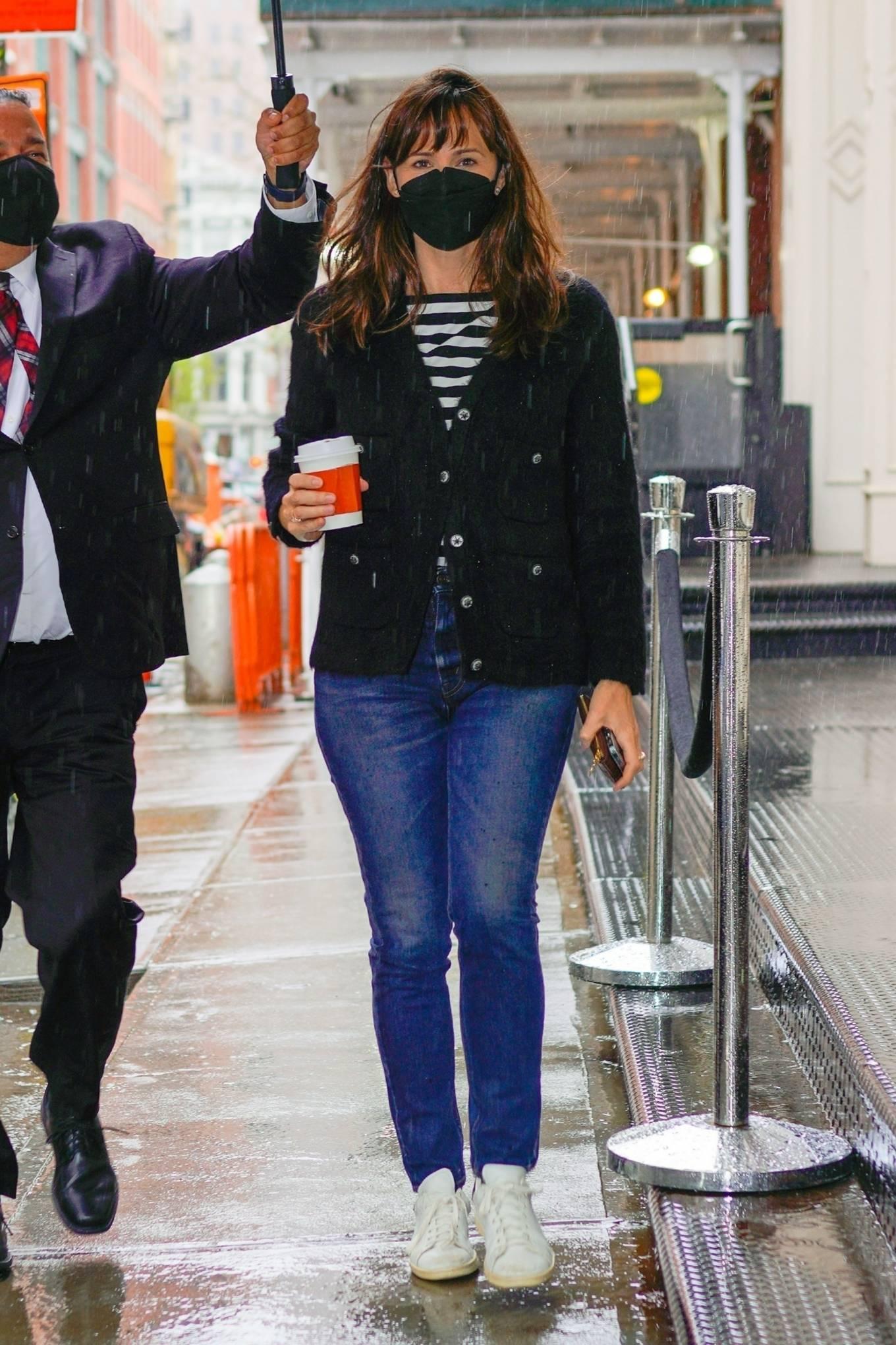 Jennifer Garner 2021 : Jennifer Garner – Out on rainy day for shopping at Sarabeths in New York-05
