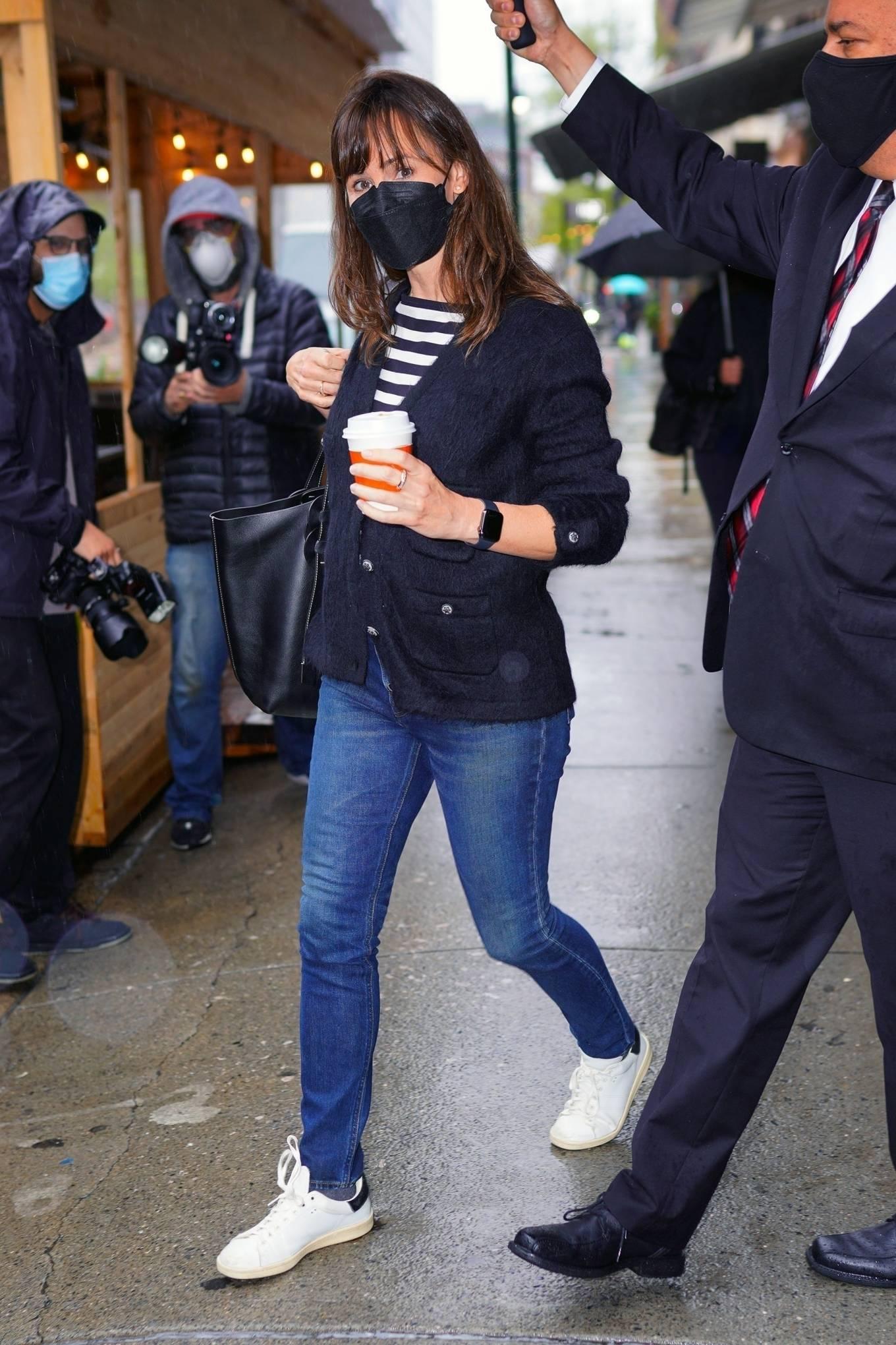 Jennifer Garner 2021 : Jennifer Garner – Out on rainy day for shopping at Sarabeths in New York-08