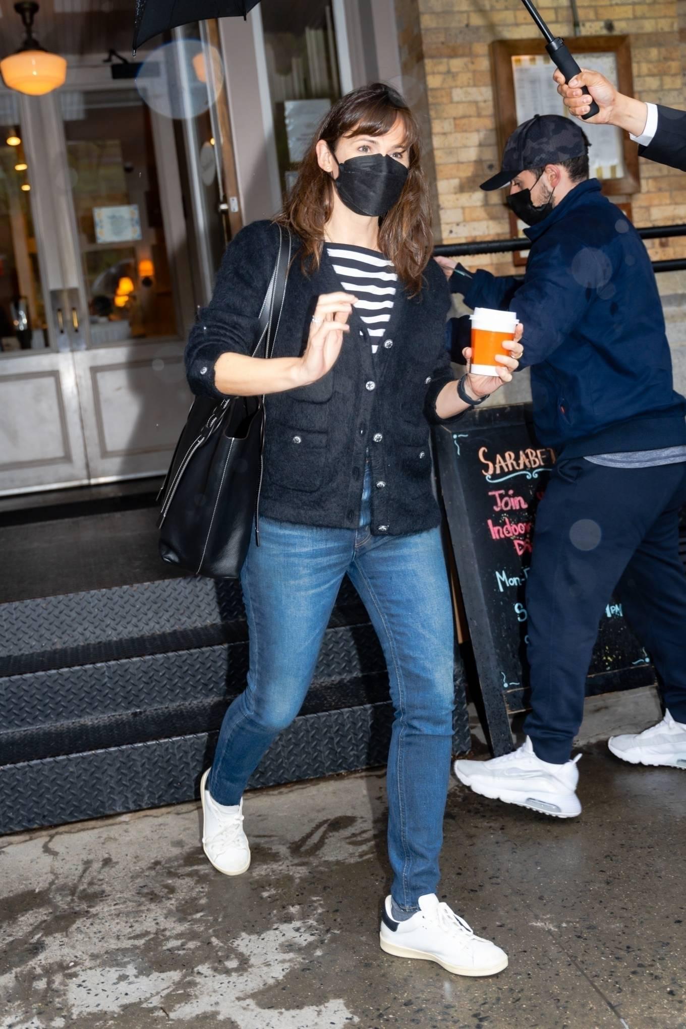 Jennifer Garner 2021 : Jennifer Garner – Out on rainy day for shopping at Sarabeths in New York-09