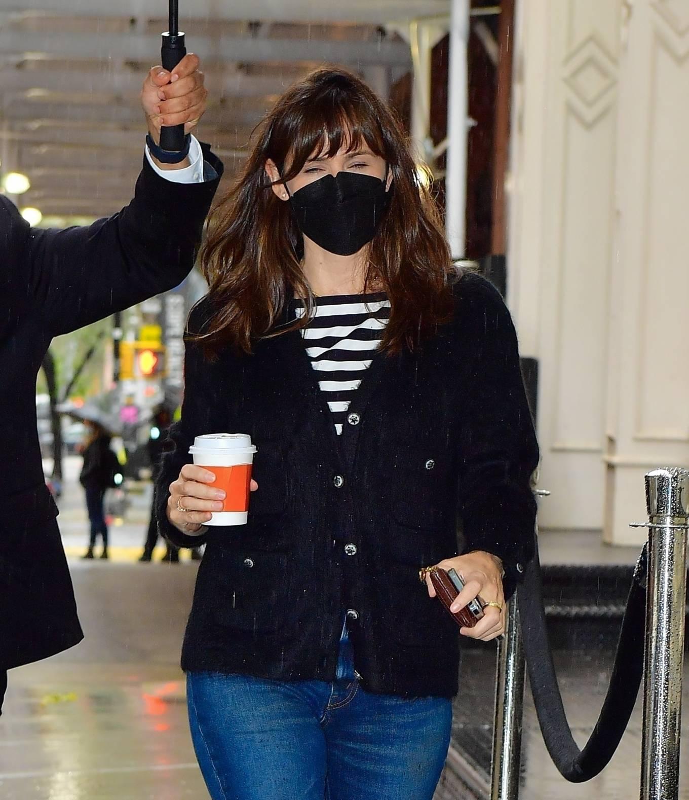 Jennifer Garner 2021 : Jennifer Garner – Out on rainy day for shopping at Sarabeths in New York-10