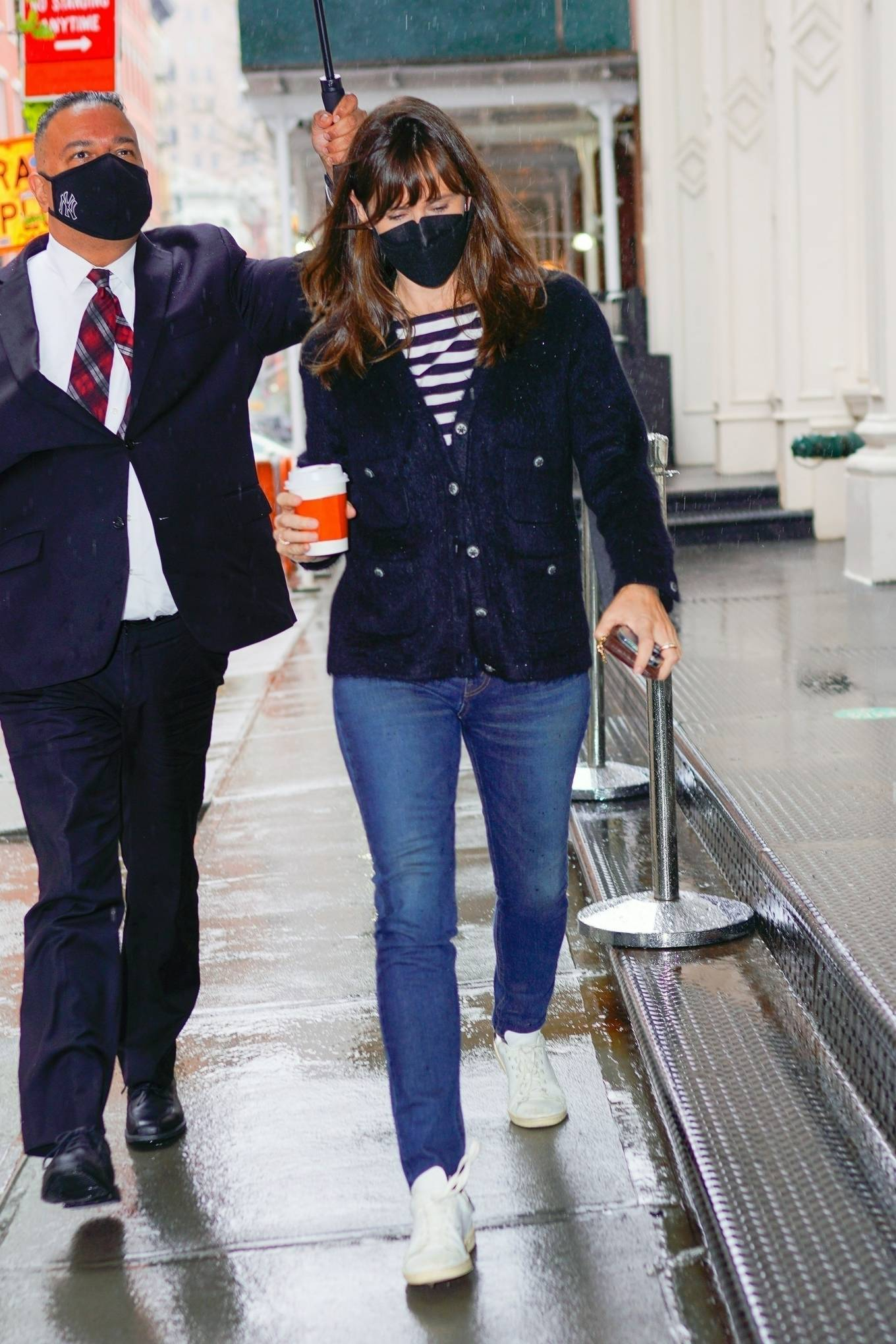 Jennifer Garner - Out on rainy day for shopping at Sarabeth's in New York