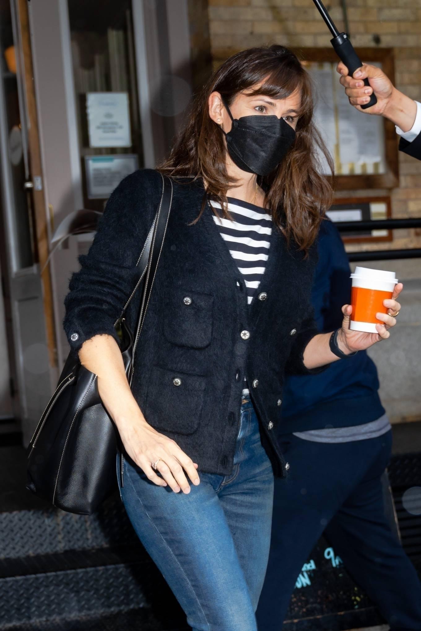 Jennifer Garner 2021 : Jennifer Garner – Out on rainy day for shopping at Sarabeths in New York-12
