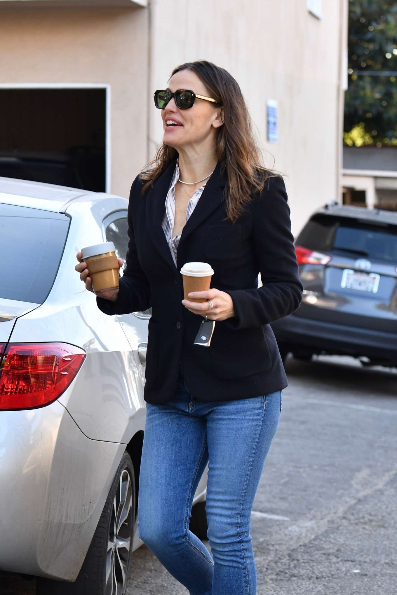 Jennifer Garner - Out running errands in Brentwood