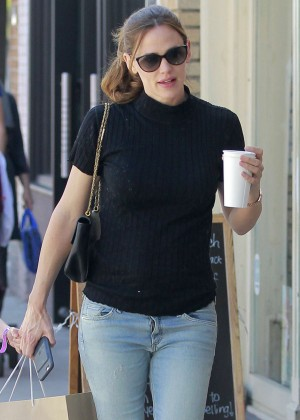 Jennifer Garner out shopping in Venice