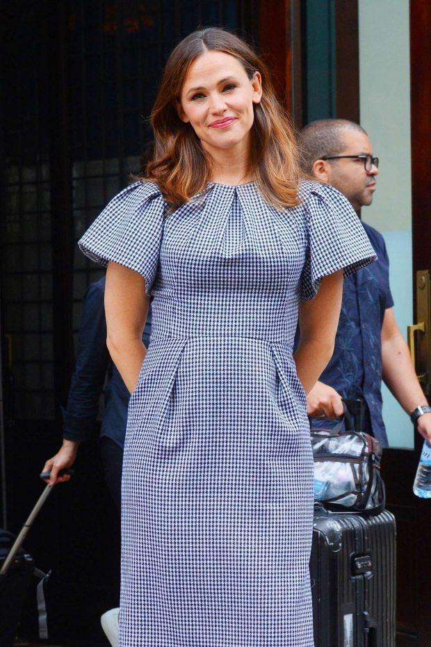 Jennifer Garner - Outside her hotel in New York