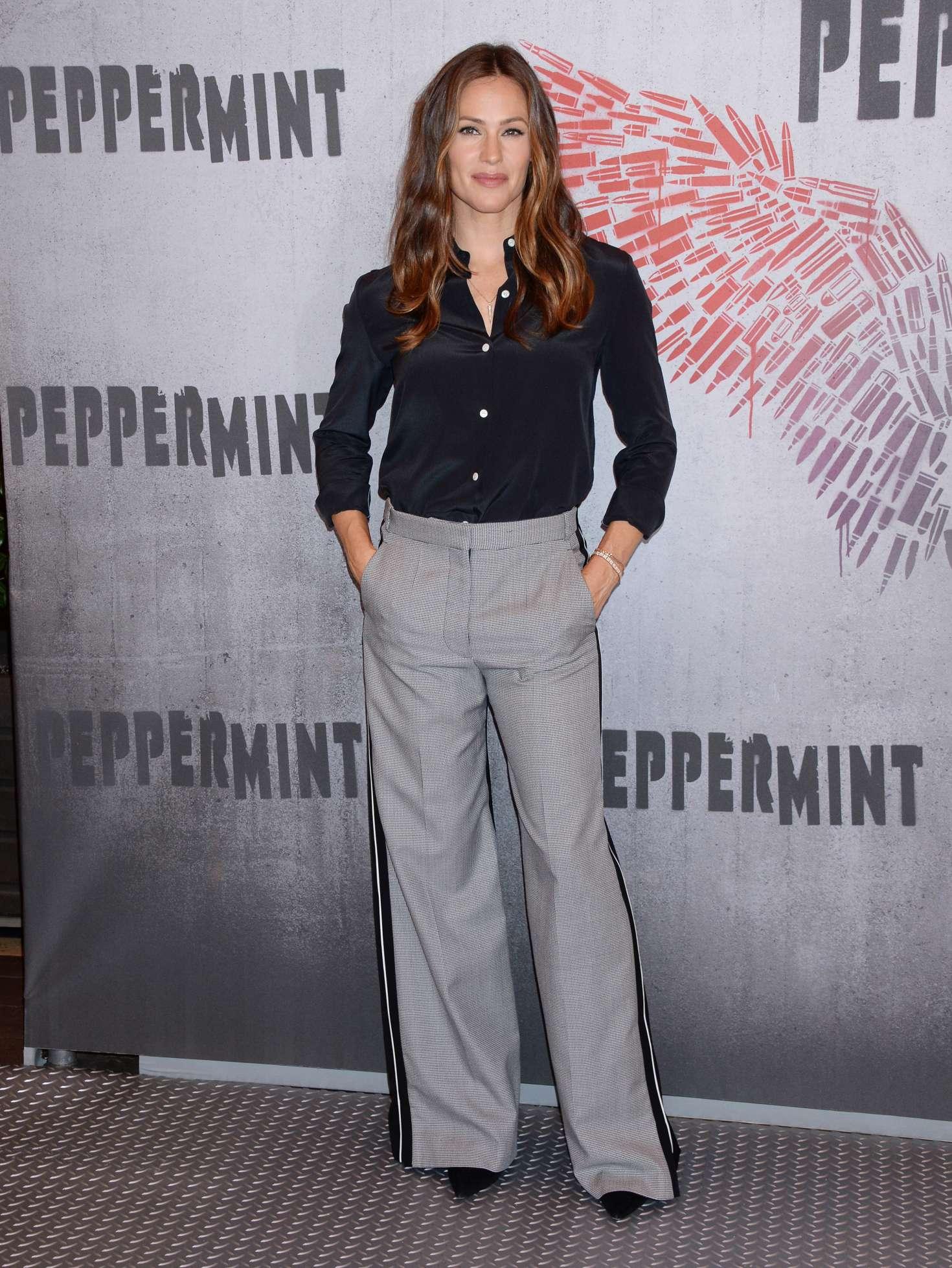 Jennifer Garner 2018 : Jennifer Garner: Peppermint Photocall -08