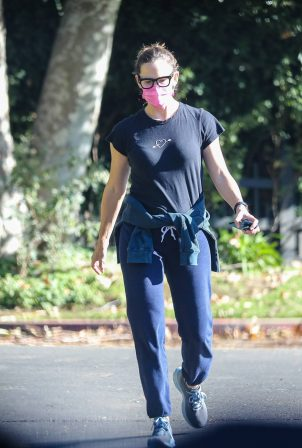 Jennifer Garner - Pictured while checking in on the progression of her new home in Brentwood