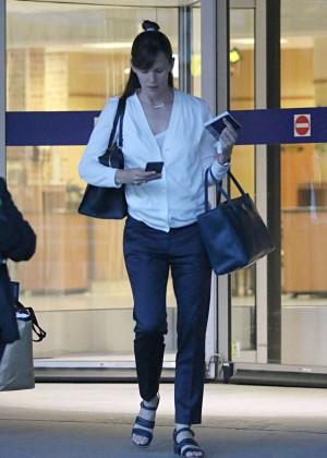 Jennifer Garner - Pierre Elliott Trudeau Airport in Montreal