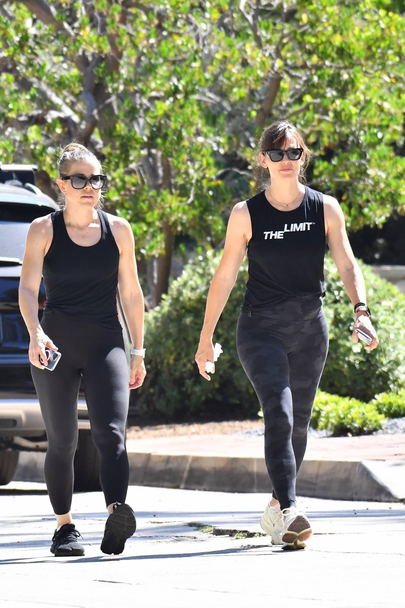 Jennifer Garner 2021 : Jennifer Garner – Power walk on a hot day in LA-21