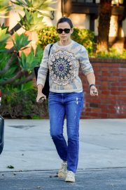 Jennifer Garner running errands in Brentwood