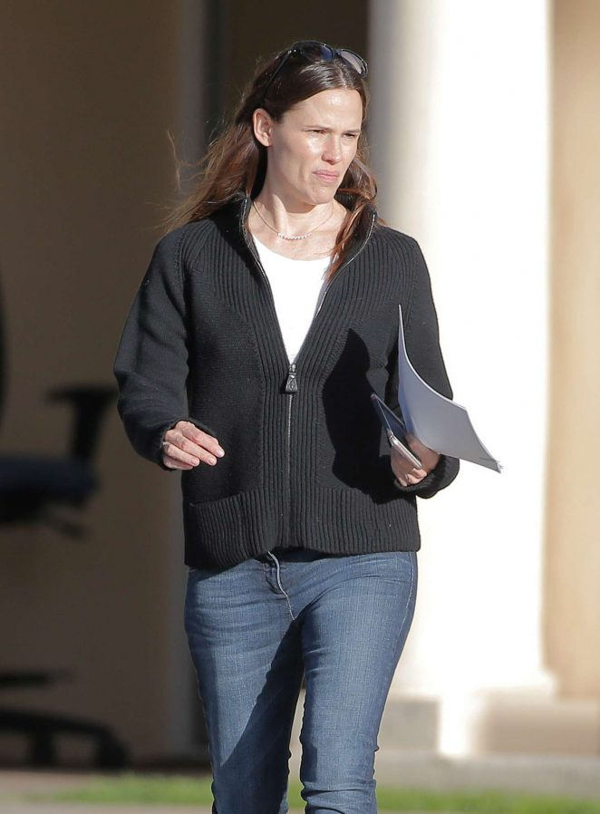 Jennifer Garner running errands in Santa Monica