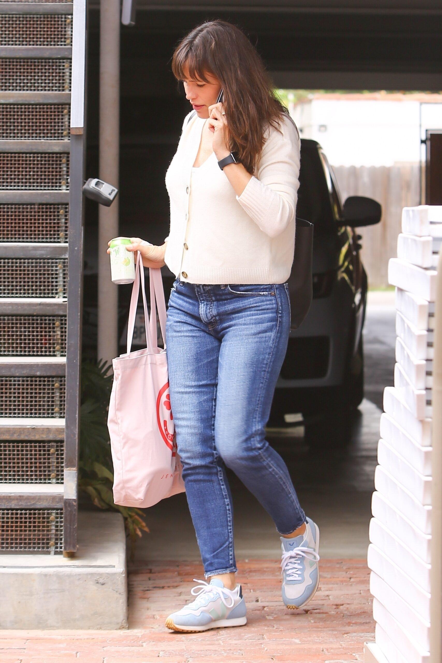 Jennifer Garner - Seen Arriving at her office in Brentwood