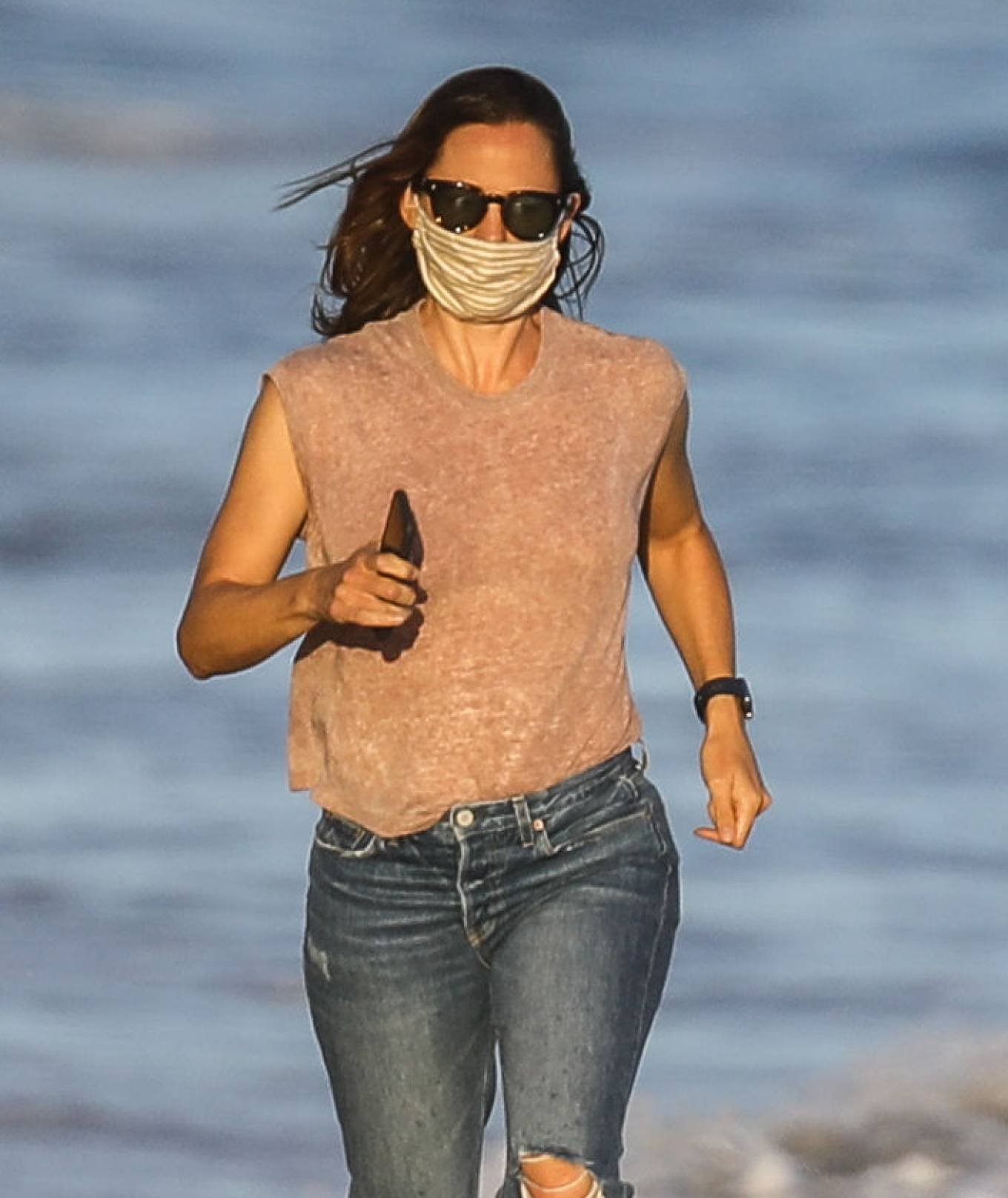 Jennifer Garner - Seen on the beach in Malibu