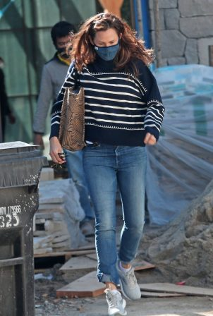 Jennifer Garner - Seen on the construction site of her new home in Brentwood