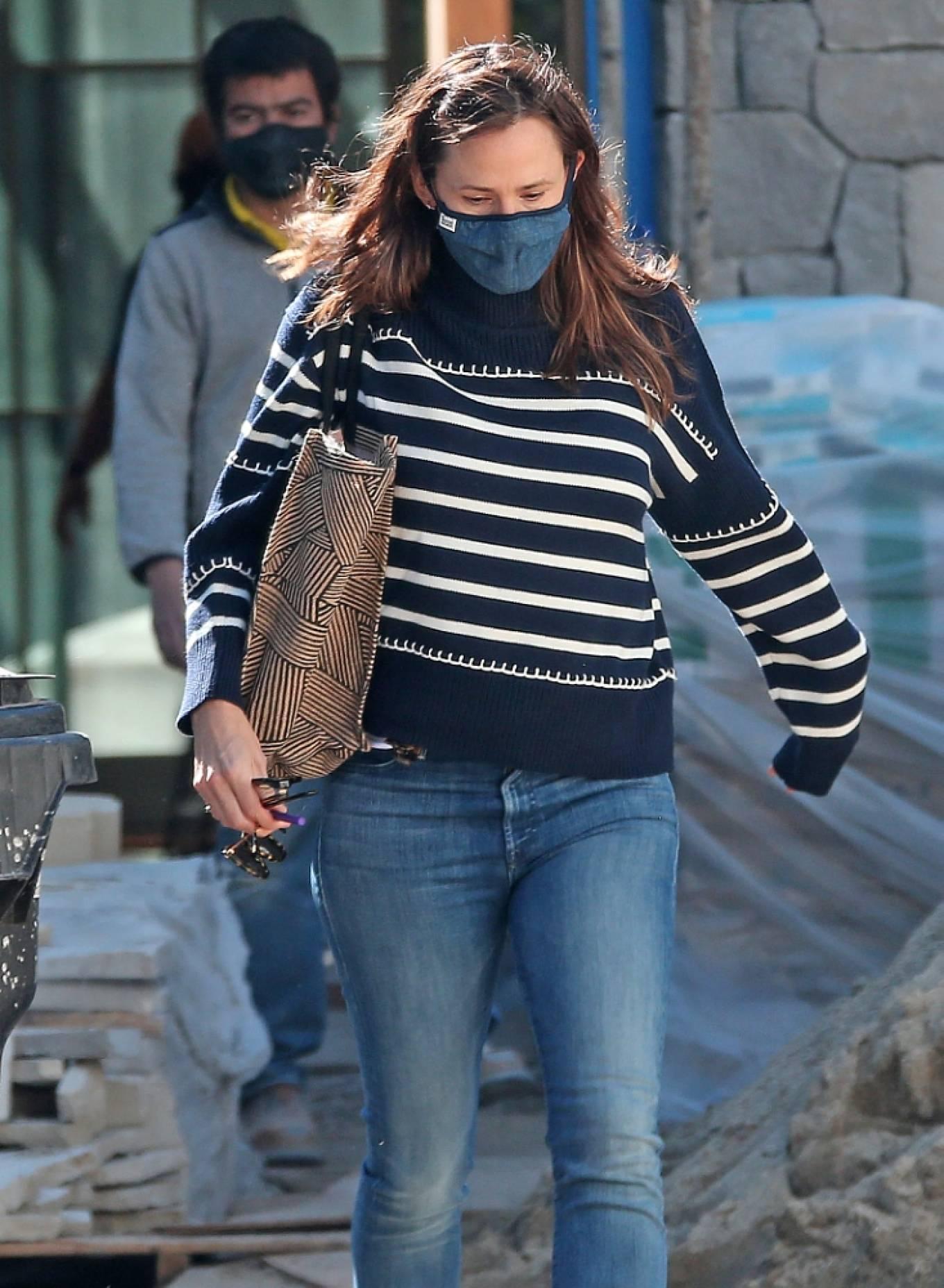 Jennifer Garner 2021 : Jennifer Garner – Seen on the construction site of her new home in Brentwood-06
