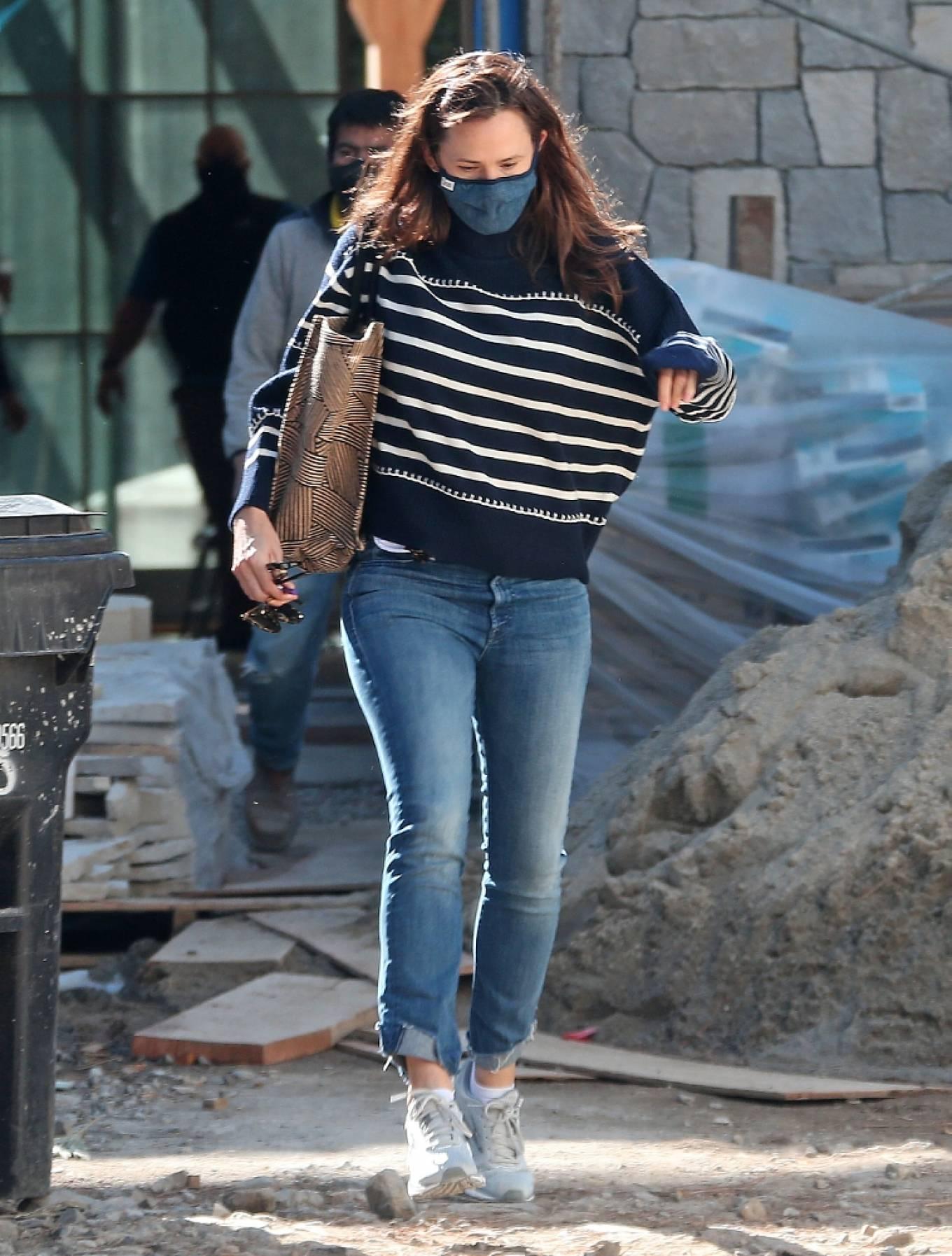 Jennifer Garner 2021 : Jennifer Garner – Seen on the construction site of her new home in Brentwood-10