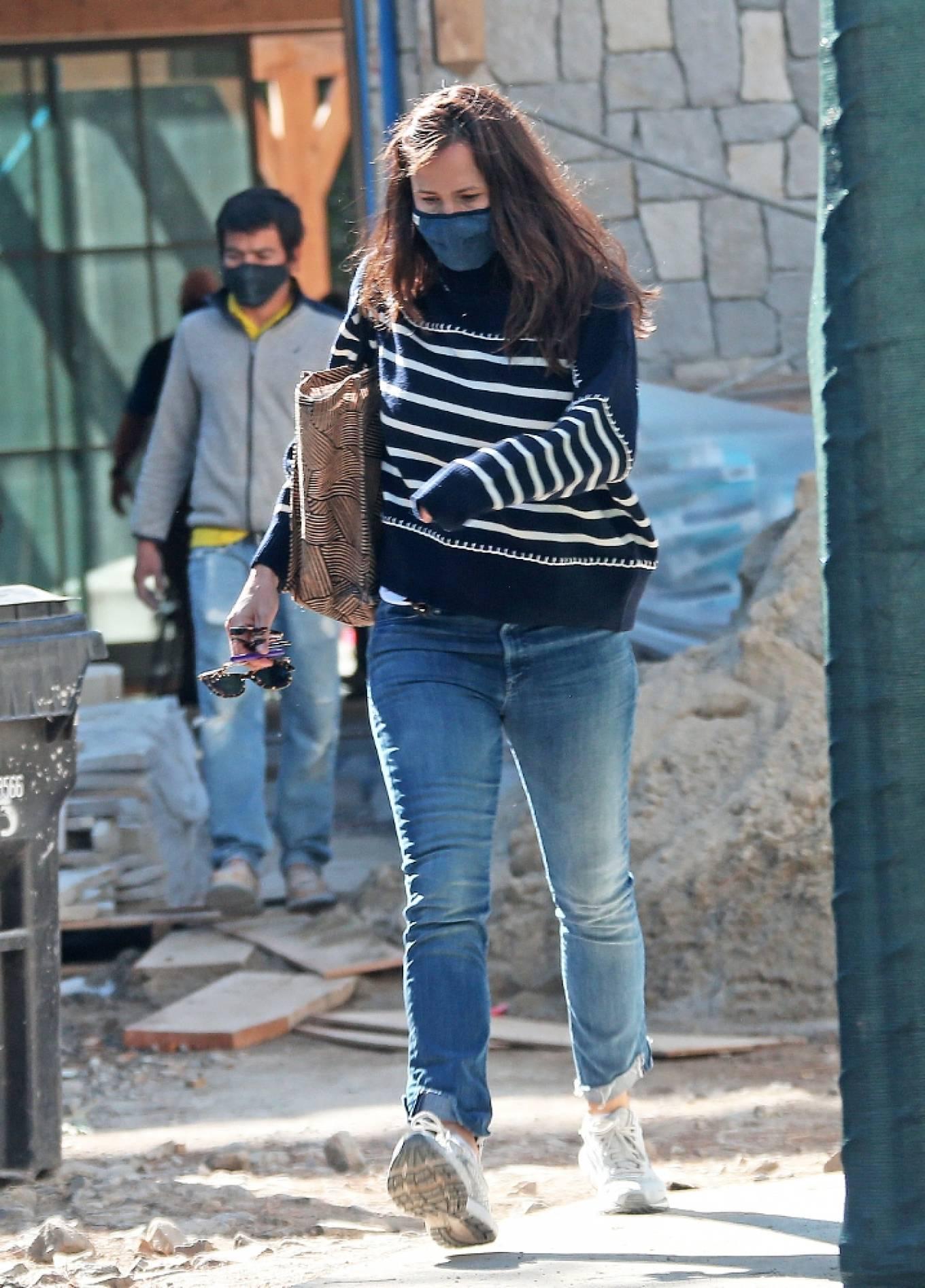 Jennifer Garner 2021 : Jennifer Garner – Seen on the construction site of her new home in Brentwood-11
