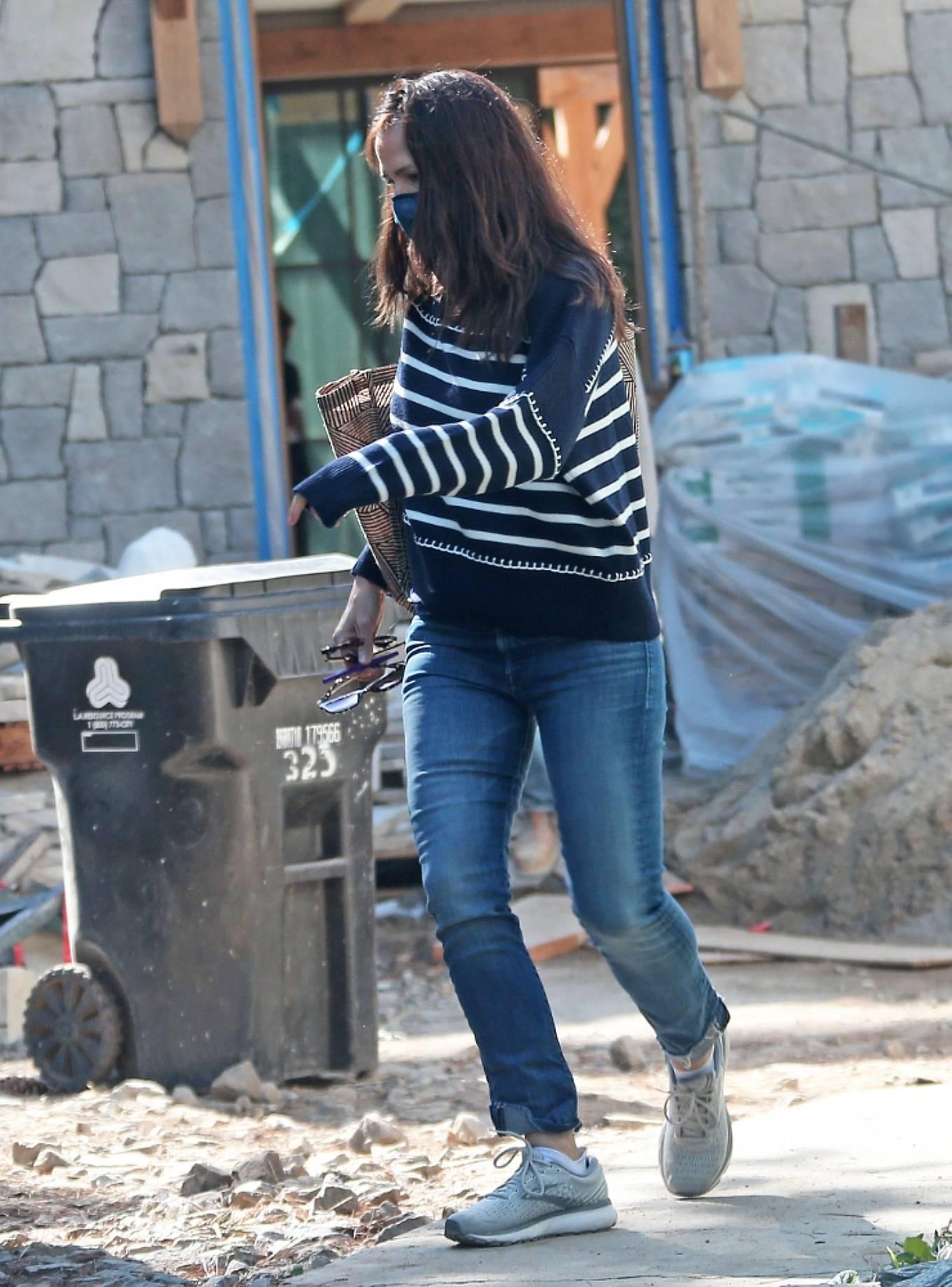 Jennifer Garner 2021 : Jennifer Garner – Seen on the construction site of her new home in Brentwood-13