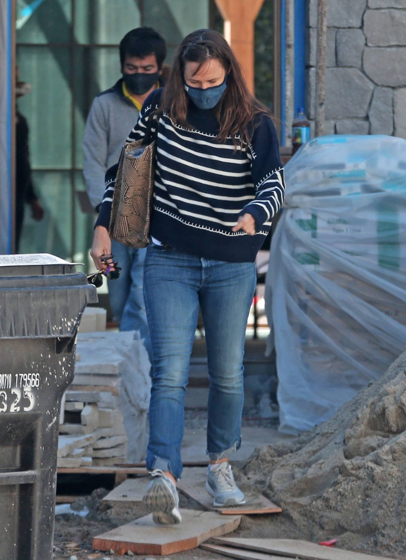 Jennifer Garner 2021 : Jennifer Garner – Seen on the construction site of her new home in Brentwood-14