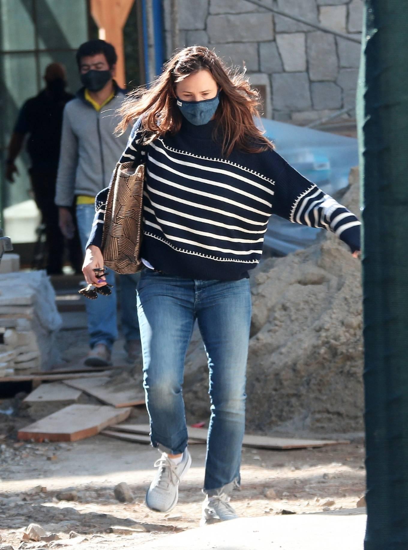 Jennifer Garner 2021 : Jennifer Garner – Seen on the construction site of her new home in Brentwood-15