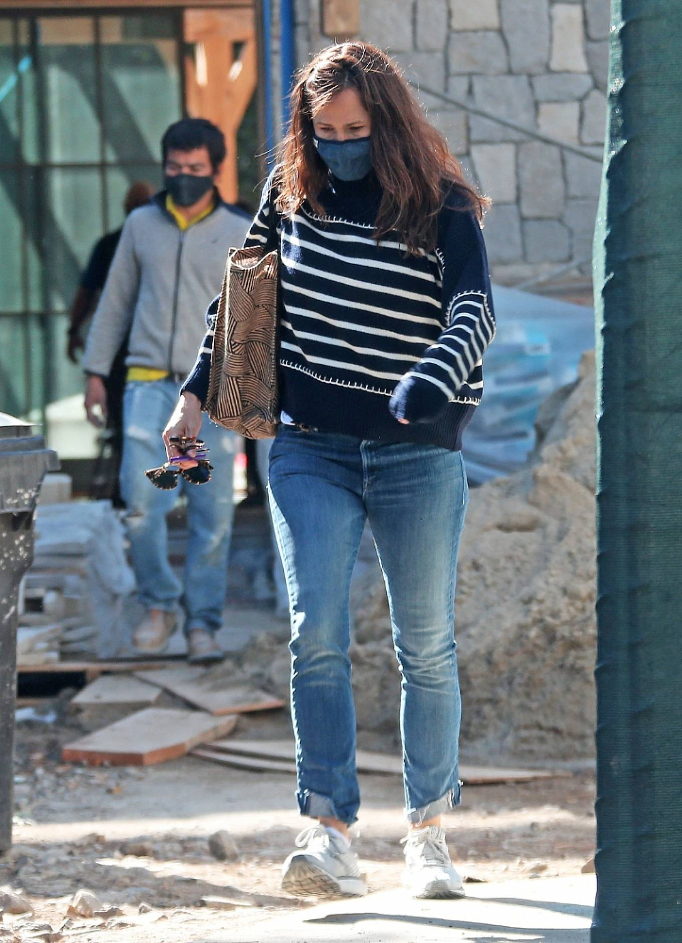 Jennifer Garner 2021 : Jennifer Garner – Seen on the construction site of her new home in Brentwood-18