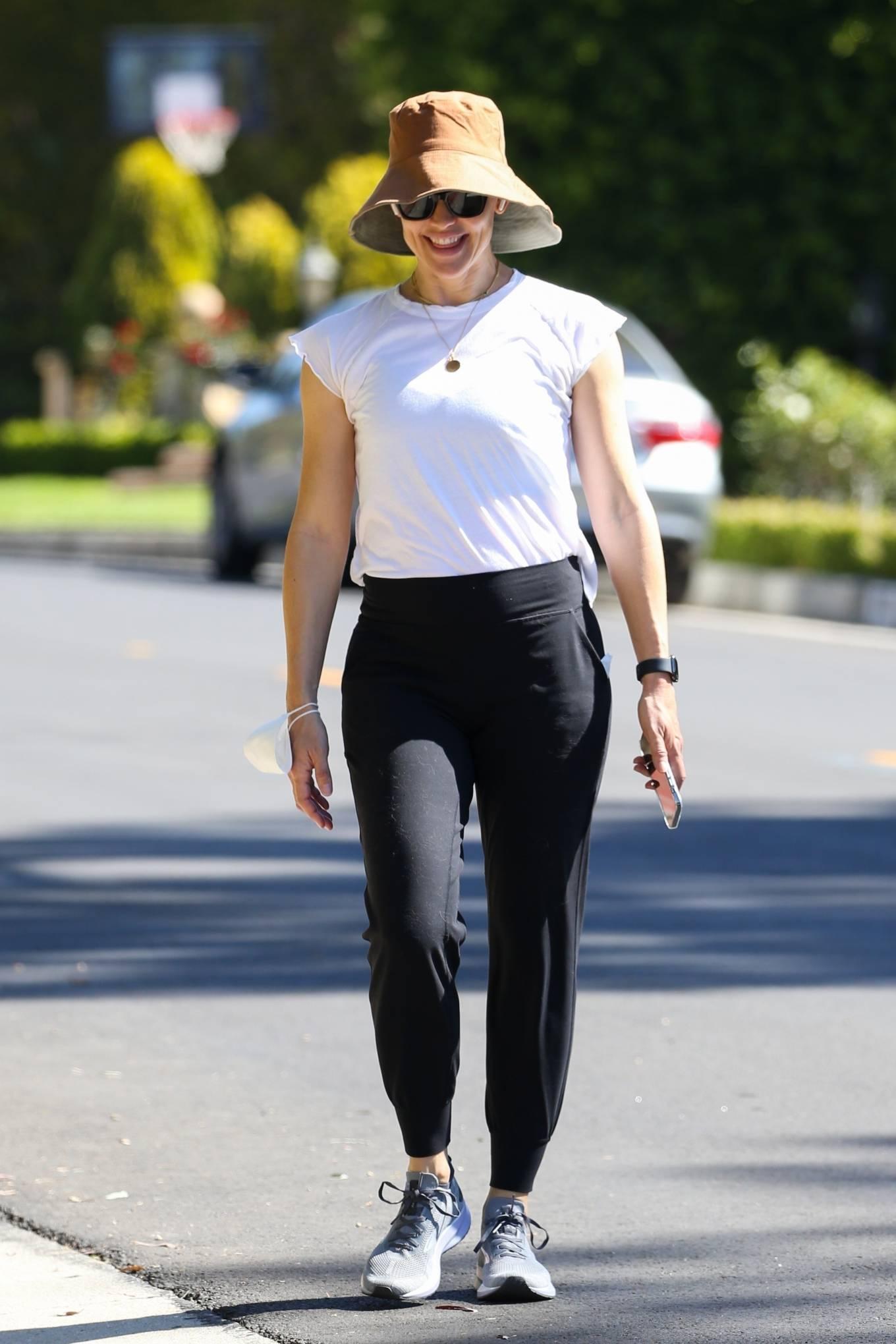 Jennifer Garner - Seen out for a walk in her Santa Monica neighborhood