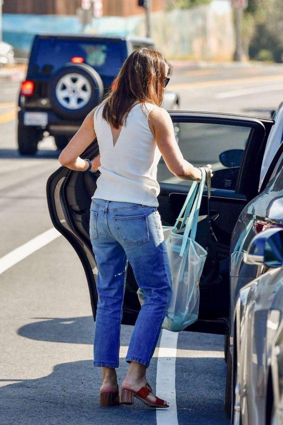 Jennifer Garner 2019 : Jennifer Garner – Seen Out in Los Angeles-02