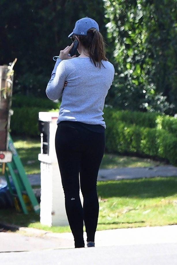 Jennifer Garner - Seen outside her house in Brentwood