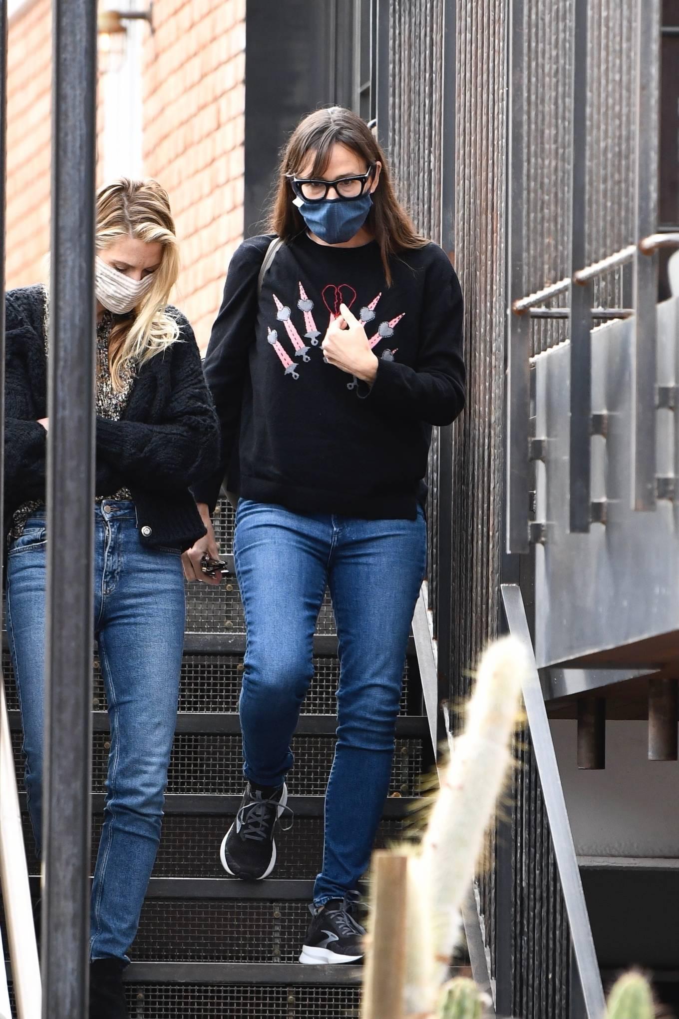 Jennifer Garner - Seen running errands in Brentwood
