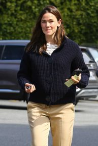 Jennifer Garner - Seen running errands in Brentwood