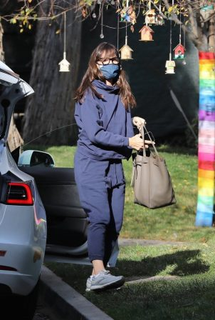 Jennifer Garner - Seen while checking her new property in Brentwood