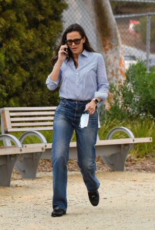 Jennifer Garner - Seen while out in Pacific Palisades