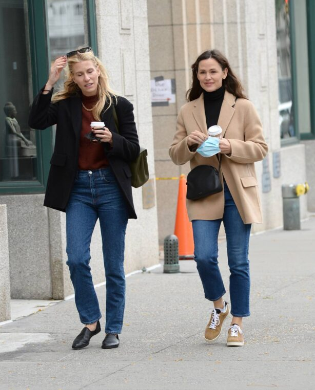 Jennifer Garner - Seen while out with a girlfriend in New York City