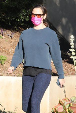 Jennifer Garner - Seen with a friend in Brentwood