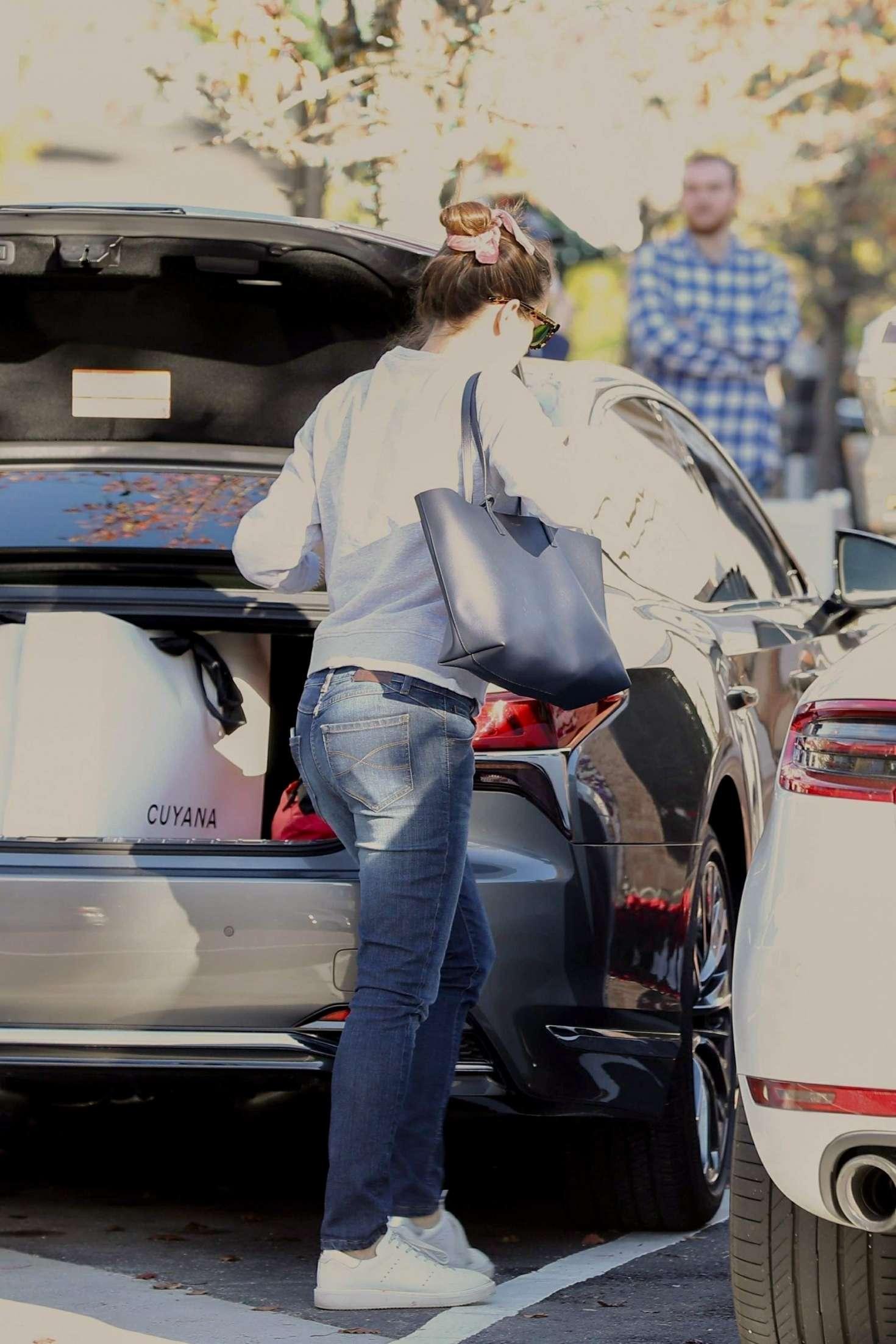 Jennifer Garner 2018 : Jennifer Garner: Shopping at Palisades Village -02