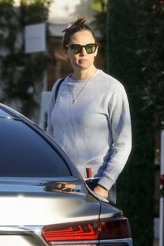 Jennifer Garner - Shopping at Palisades Village in Beverly Hills