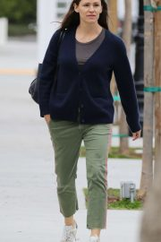 Jennifer Garner - Shopping candids in the Pacific Palisades
