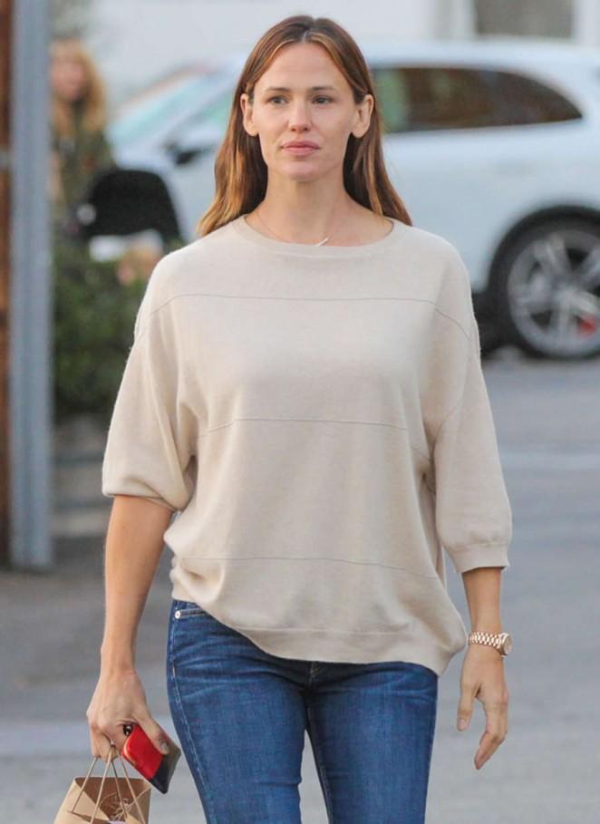Jennifer Garner Shopping In Brentwood
