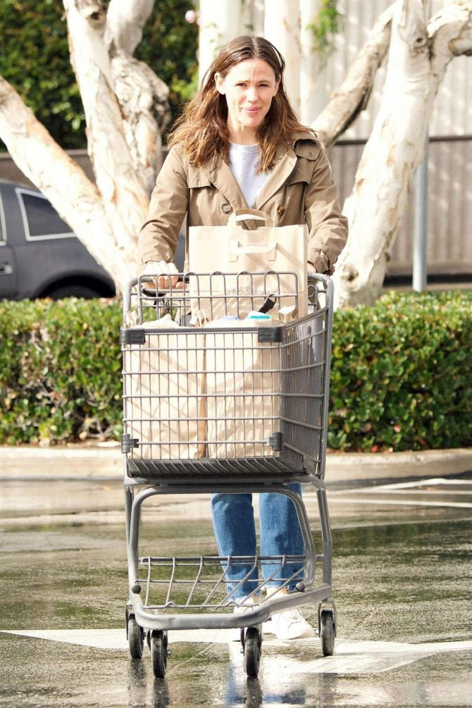 Jennifer Garner – Shopping in Brentwood