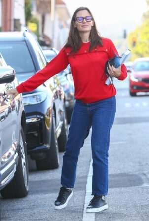 Jennifer Garner - Spotted at Edelweiss Chocolates at the Brentwood Country Mart